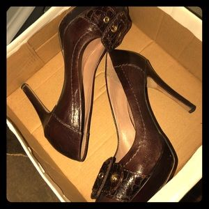 Vince Camuto size 6 brown leather stiletto